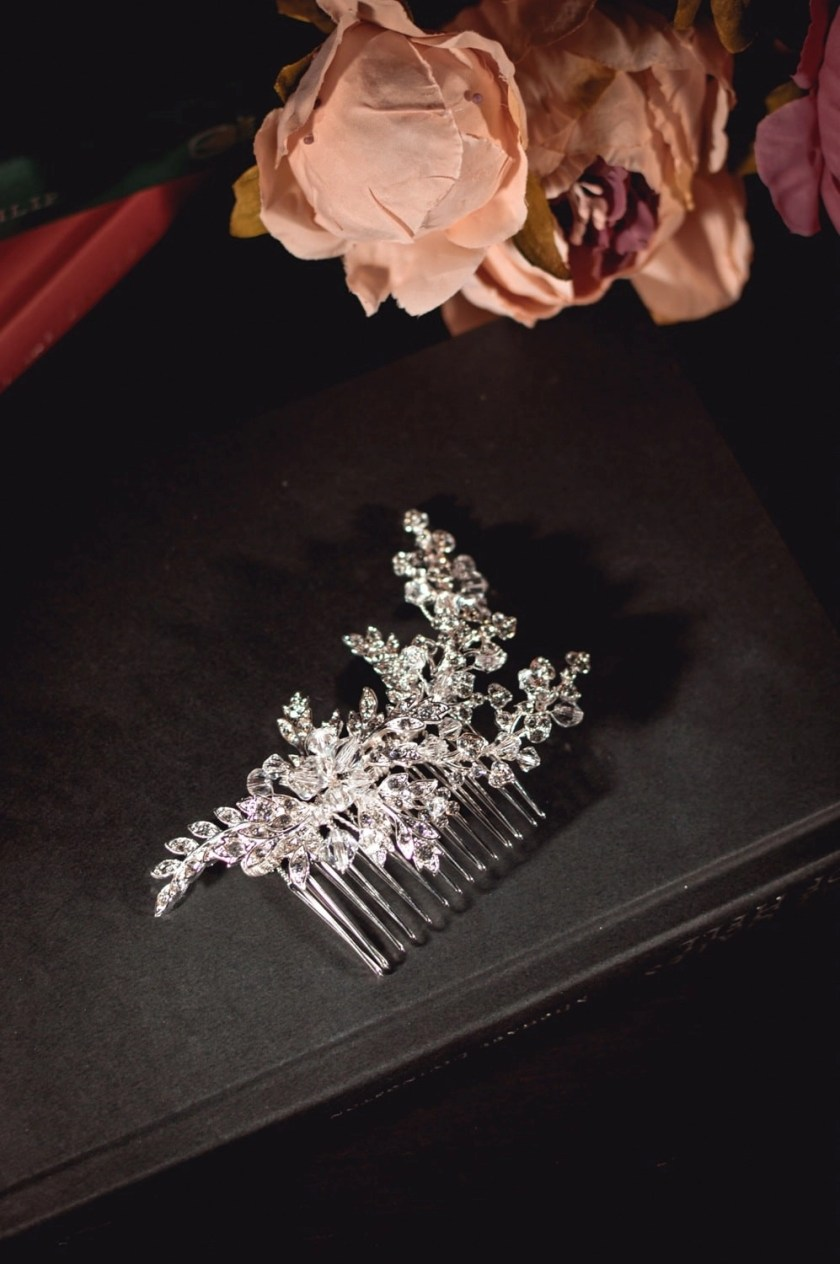Rita - Vintage bridal hair comb with diamante leaves closeup TLH3001