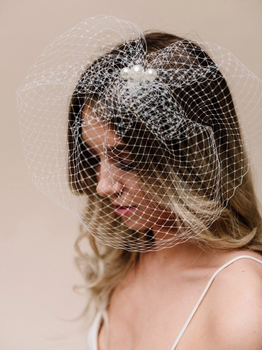 ar617 pearl topped birdcage veil purity