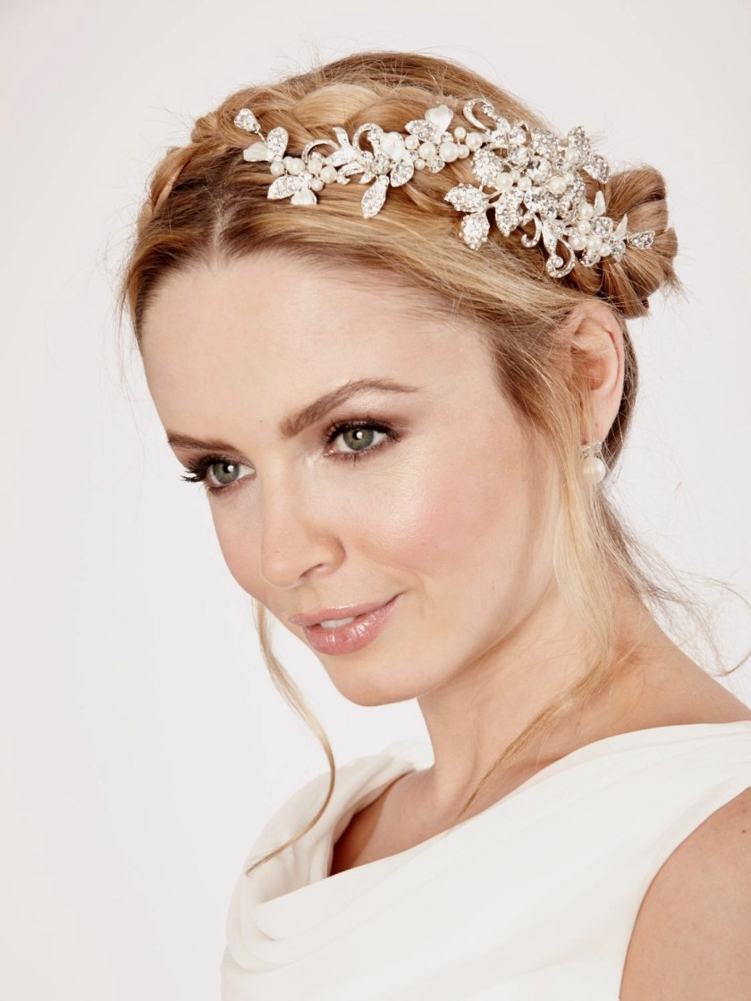 LP689 wedding hair clip by linzi jay on model