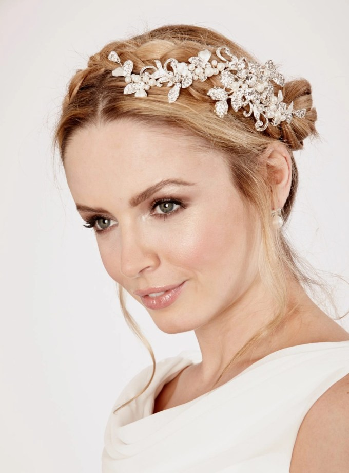 LP689 wedding hair clip by linzi jay on model