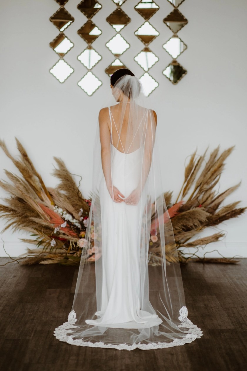 LAYLA - one layer chapel length veil with pretty lace detailing