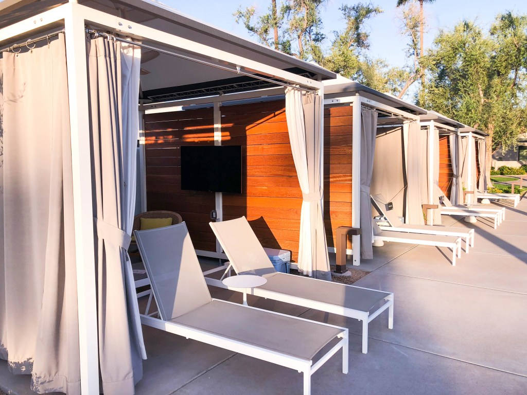 Andaz Scottsdale Pool Cabana // Places to Stay in Scottsdale #scottsdaleresort