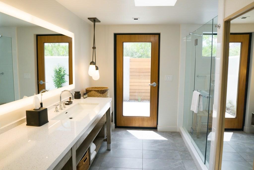 Andaz Scottsdale Guest Bathroom // Where to Stay in Scottsdale, AZ #travelblog