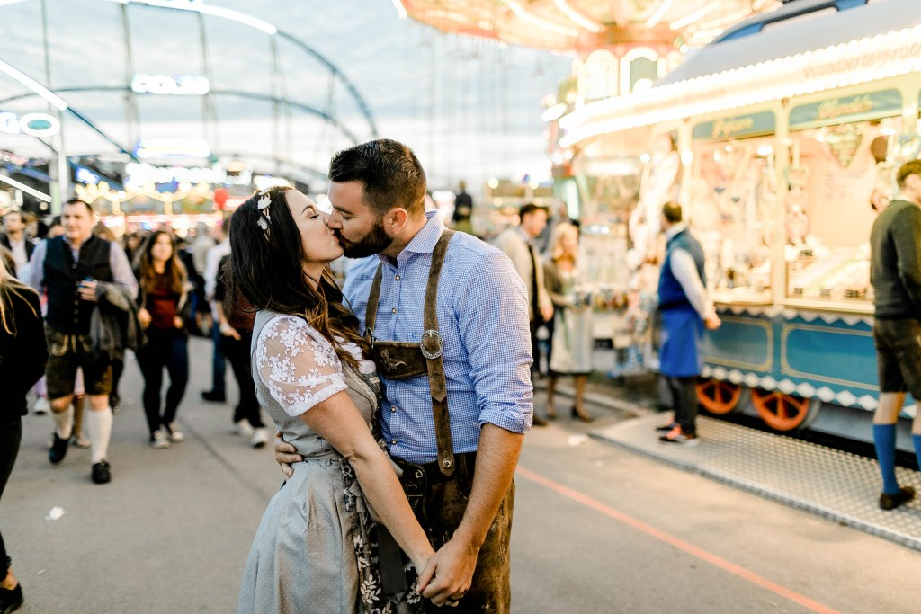 Opening Weekend at Oktoberfest // Oktoberfest 2018, OKtoberfest 2019, Oktoberfest Tips, Oktoberfest Planning, Munich Flytographer, Oktoberfest in Germany #flytographer #oktoberfest #travelblogger #germany #munich #vacationphotographer #traveltips #oktoberfesttips #oktoberfestguide