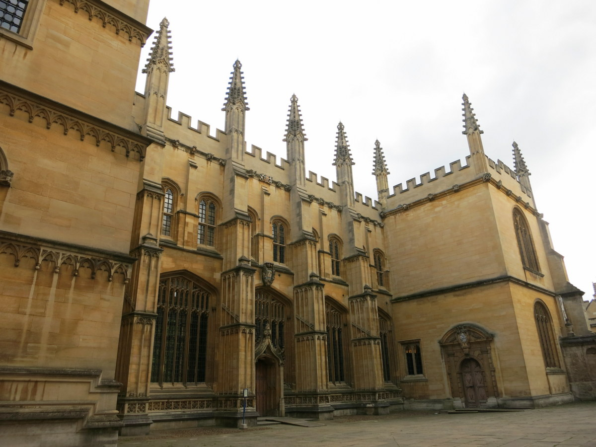 bodeleian library - Oxford is an historic university town with beautiful sights to see. Here are eight things you should see and do if you are in Oxford for a few days. - Weekend in Oxford