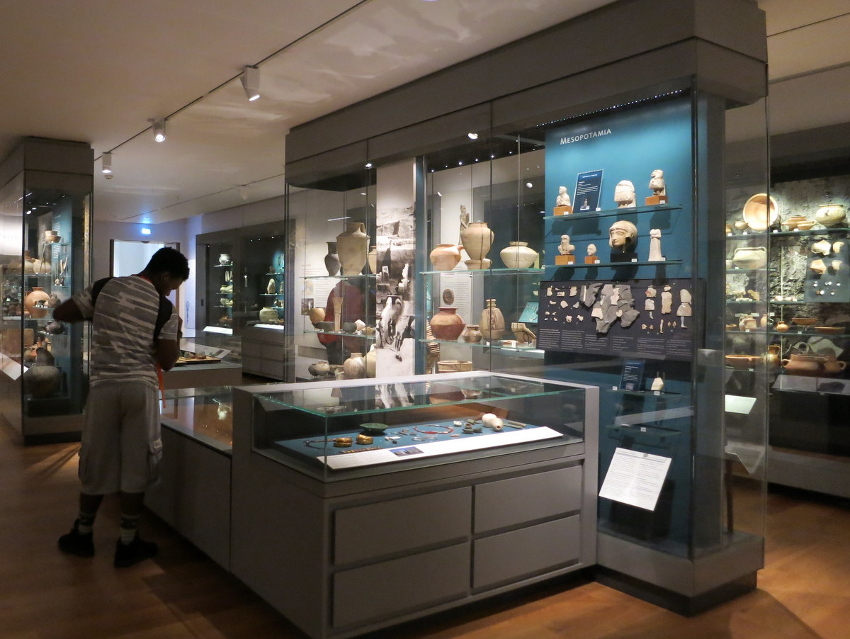 ashmolean museum - Oxford is an historic university town with beautiful sights to see. Here are eight things you should see and do if you are in Oxford for a few days. - Weekend in Oxford