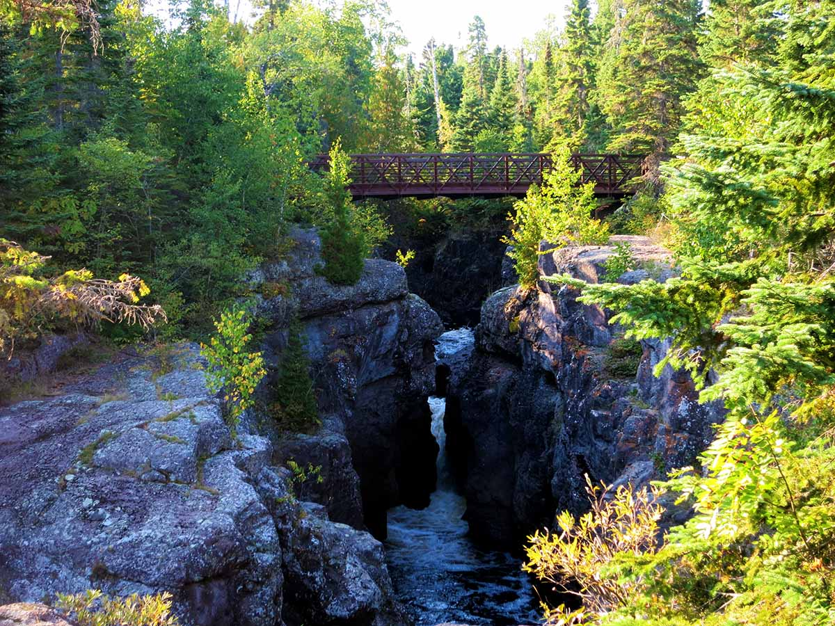 10 Waterfalls on Minnesota's North Shore - Temperance river gorge - Minnesota waterfalls