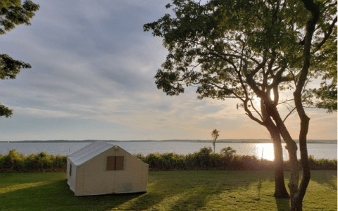 Luxury meets the outdoors with glamping. Enjoy a new way to combine both with Terra Glamping's East Hampton Glamping packages.