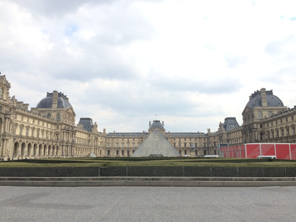 Paris Weekend Itinerary - Louvre Tour with City Wonders // TheWeekendJetsetter.com