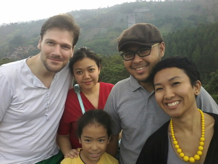 Left to right: the handsome and talented husband, Yasmina, little Nataya, Sami and his lovely wife Angki.