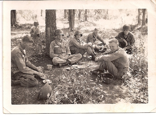 """Al Murphy remembers """"eating mess"""" with men from his unit on the ground in the midst of the Korean War"""