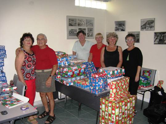 The Middle and Lower Keys volunteers, pictured, from left: Faith and Ralph Scott, Sharon Wagner, KISS coordinator Doretta Drangmeister, Sandy Cody, and Charlotte Schultz
