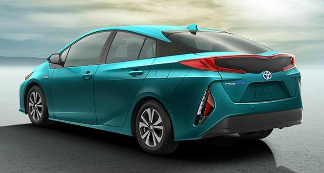 The 2017 Toyota Prius Prime has been named the World Green Car of the Year.