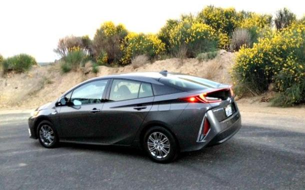 2017 Toyota Prius Prime: Into the mountains with ease