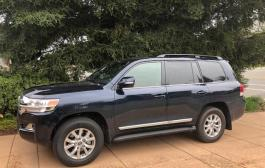 2018 Toyota Land Cruiser: luxury, power, gas sucker