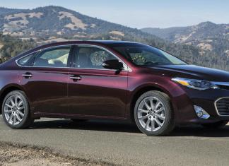 Toyota redesigned 2013 Avalon and it's now sleeker and lighter .