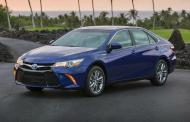 2015 Toyota Camry Hybrid gets style, still sips fuel
