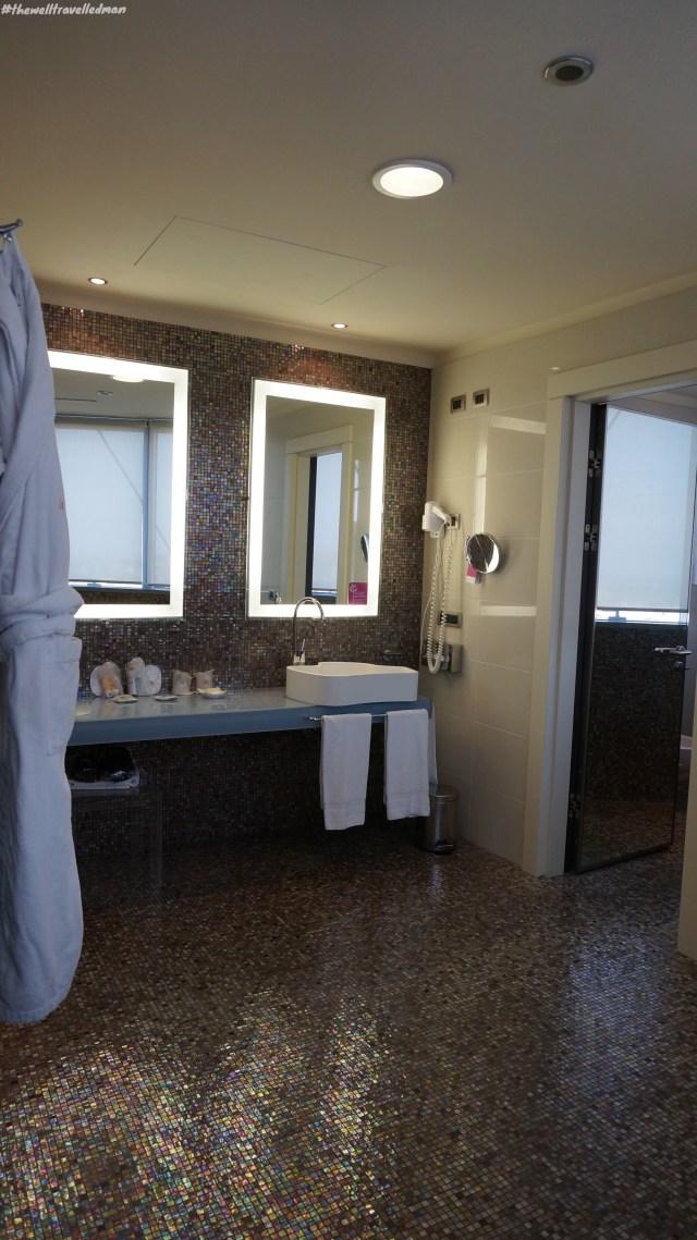 thewelltravelledman thotel cagliari bathroom