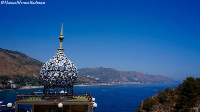 The views leading up to Taormina Beach