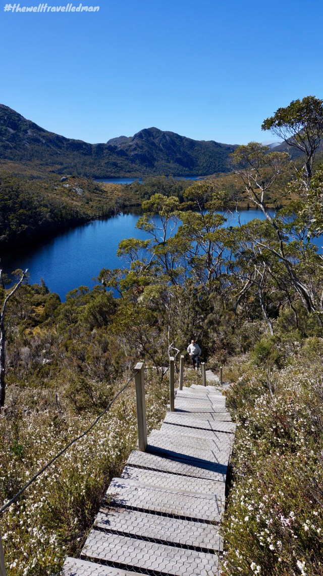 thewelltravelledman hiking in cradle mountain