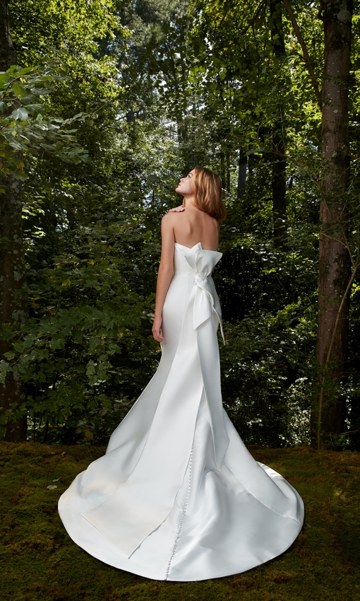 Enlongated back bow strapless fitted gown