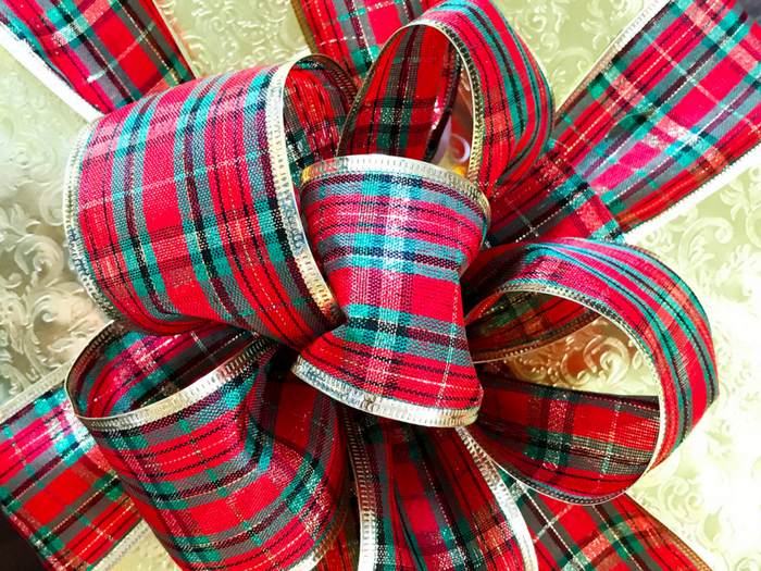 How to Make Gorgeous Bows by The Whole Cook HORIZONTAL FEATURE
