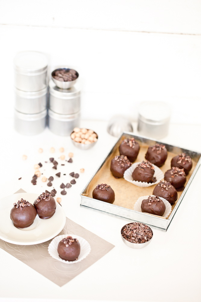 Chocolate chickpea truffles