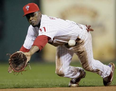 jimmy-rollins-makes-diving-play-philadelphia-phillies