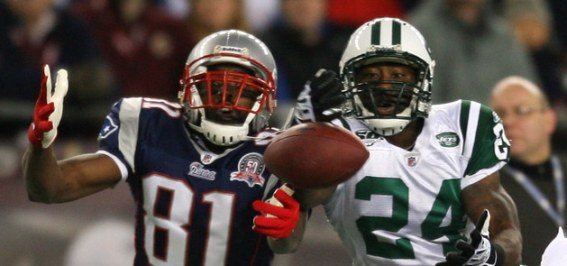 randy-moss-vs-darrelle-revis