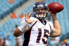 tim-tebow-throws-in-pocket-for-denver-broncos