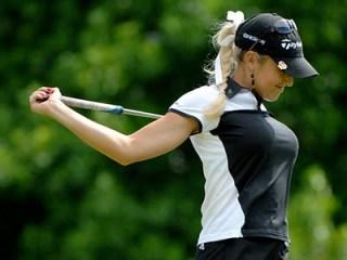 natalie-gulbis-hot-golfer