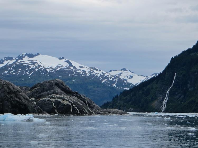 Mountain view on the 26 Glacier Cruise
