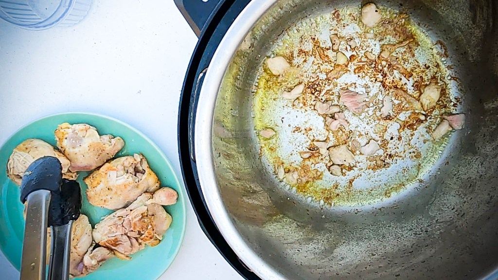 Move the browned chicken thighs to a plate