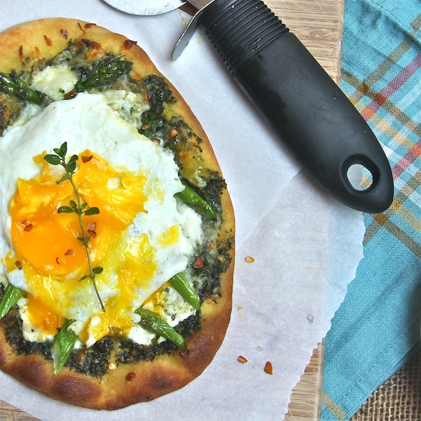 breakfast pizza with asparagus, fried egg, for brunch or lunch