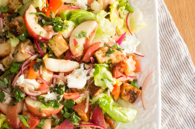 Italian Peach Panzanella Bread Salad | #SundaySupper