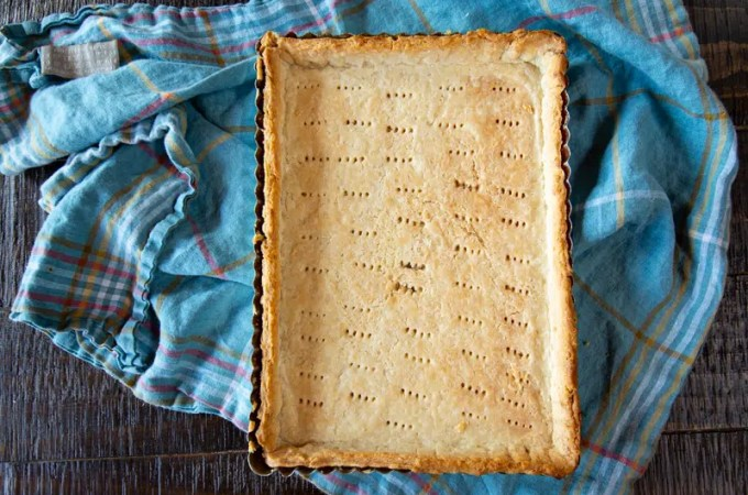 Step-by-step tutorial with photos and video for making the perfect (no fail) buttery flaky pie crust from scratch for any pie or tart you want to make.