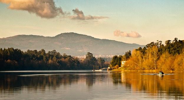 The Minho River separating Portugal and Spain and home to some of the best, Alvarinho-based Vinho Verde