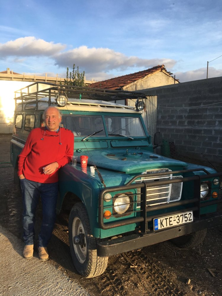 Laurens and his trusty Landrover