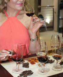 Stellenbosch-Hills-wine-girl-tasting