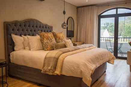 Le Petit Manoir Franschhoek Wine valley accommodation bedroom