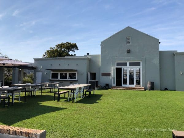 https://thewinegirlcapetown.co.za/wp-content/uploads/2019/07/South-Hill-vineyards-outdoor-wine-tasting-south-africa.jpg