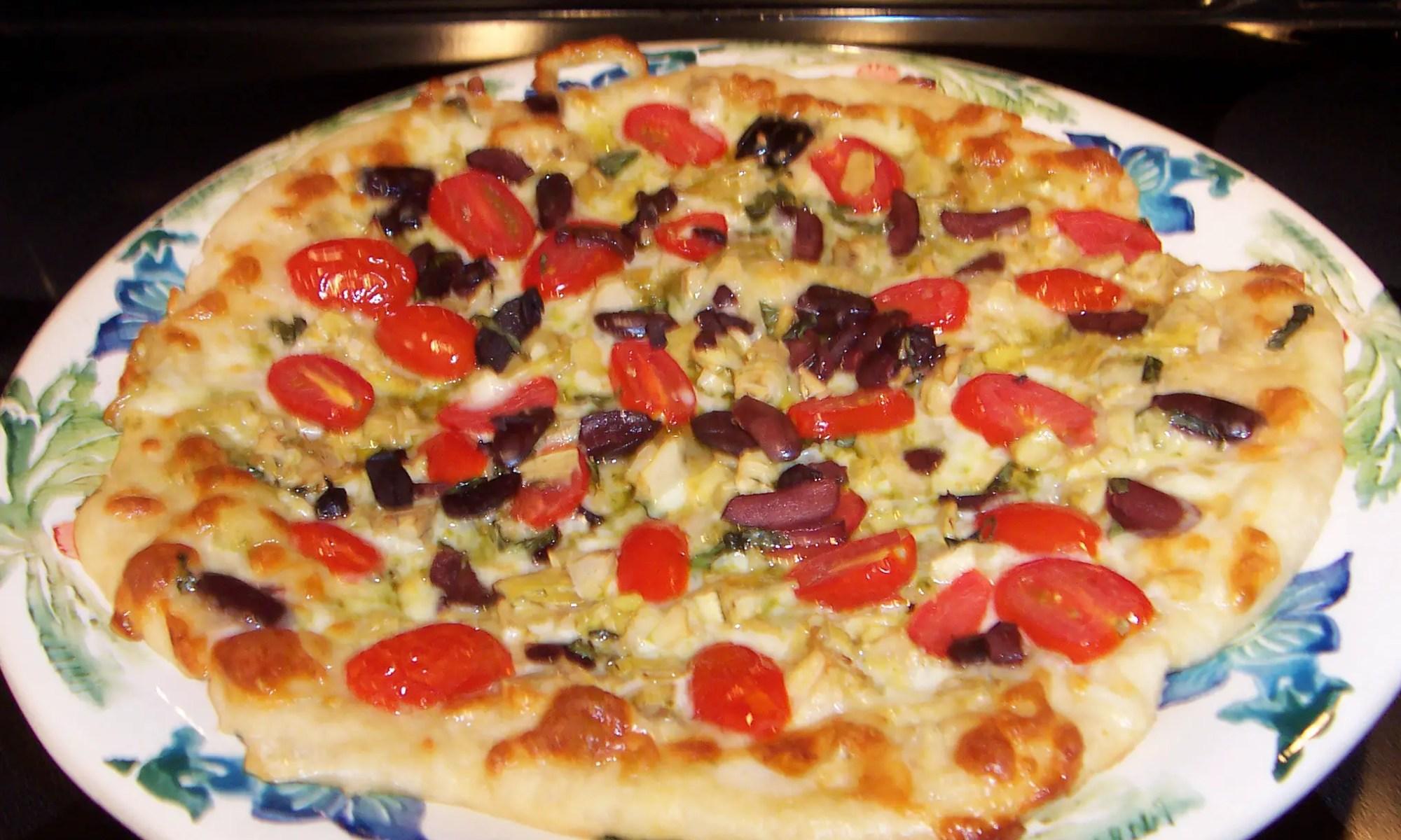 basil-peso-tomato-pizza