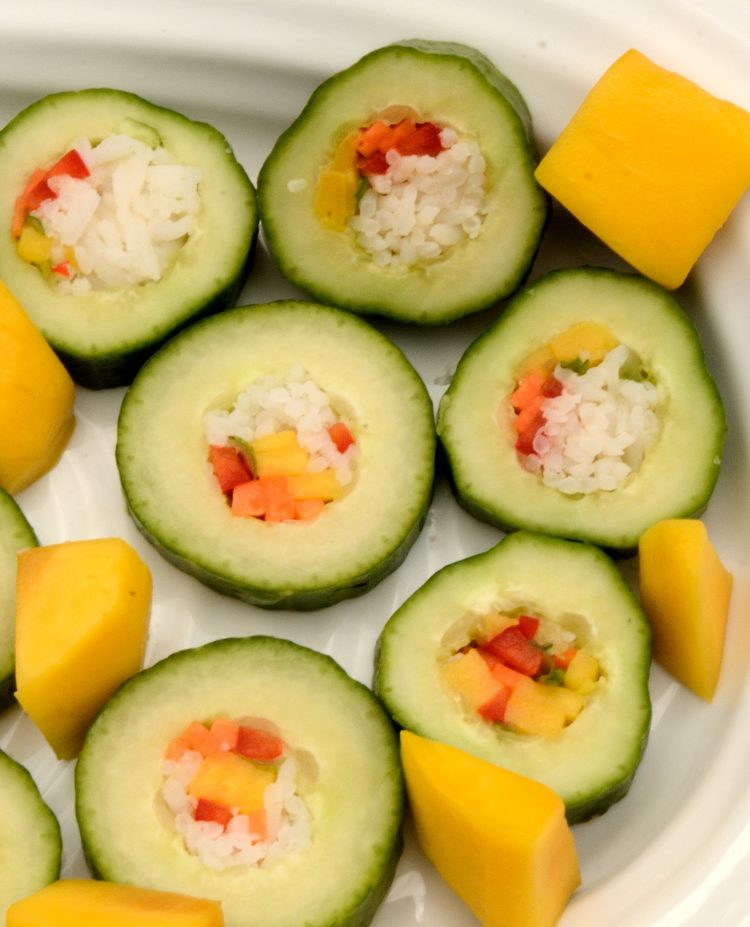 Cucumber slices stufed with rice, mango and red pepper