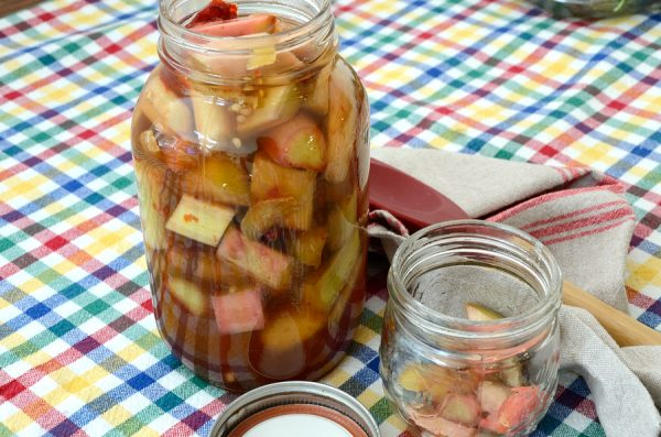 rhubarb-pickles