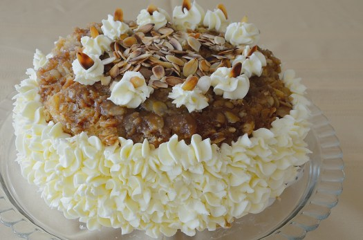 German Bee Sting Cake (Bienenstich)
