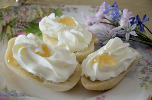 Devonshire Bun with Sweet Cream and Jelly