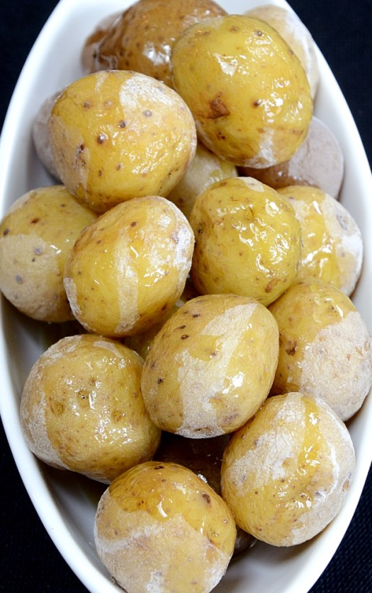 I can't think of too many foods that salt does not enhance the flavour of....and these Salt Potatoes are no exception!