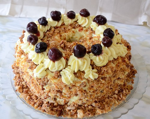 Round layer cake with toasted almond sprinkled on butter cream