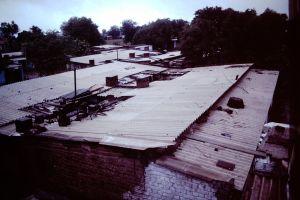 Slum tenements in Ahmadabad. Credit: Wikimedia Commons