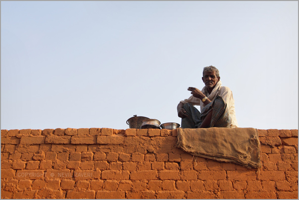 An old man smoking a bidi at a bricks factory. Credit: nevilzaveri/Flickr, CC BY 2.0
